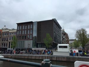 The right side is the newer section of the museum, which I thought detracted from the overall look of the canal house.